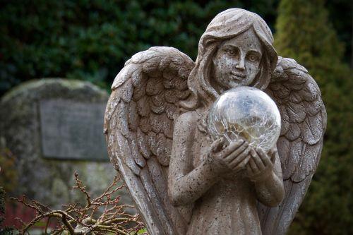 angelas,akmens skulptūra,figūra,kapinės,gedulas,senos kapinės,poilsis,kapo figūra,akmens figūra,angelo figūra,tikėjimas