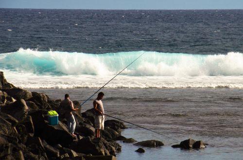 angler lake wave roaring