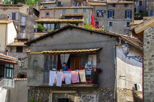 anguillara rome drying laundry