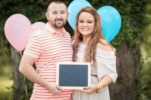 pregnancy announcement couple