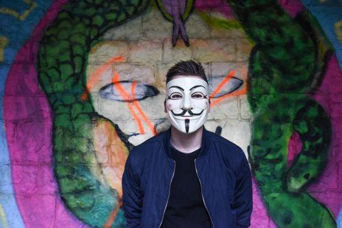 Anoniminis,grafiti,kaukė,berniukas,vyras,paauglys,kietas,Patinas,Saunus,jaunimas,gyvenimo būdas,miesto,tyrinėti,tyrinėti,menas,jos,įsilaužėlis