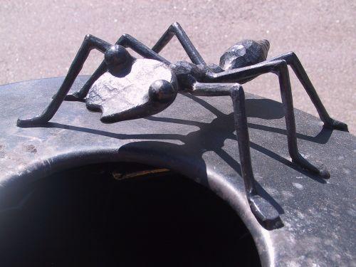 ant artwork crap bucket