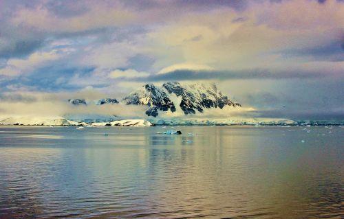 antarctica mountains south pole