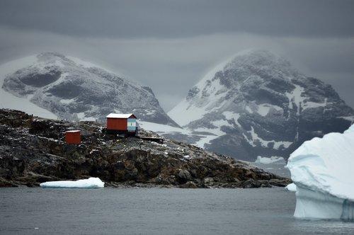 antarctica  base  scientists
