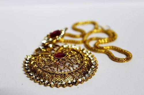 antique women's jewelry