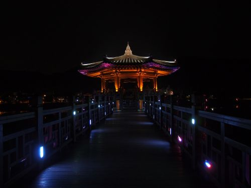 anton major bridge night view