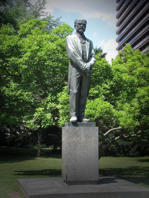 antonín dvořák statue composer