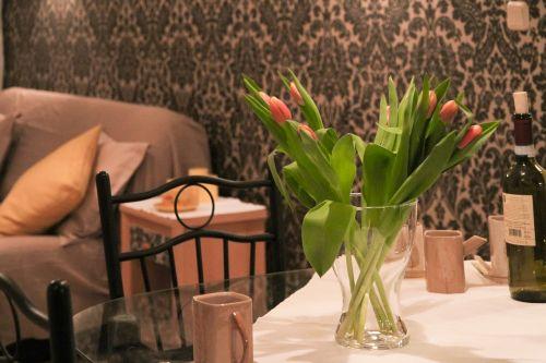 apartment flowers tulips