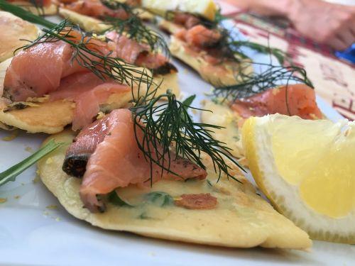 aperitif canapés salmon