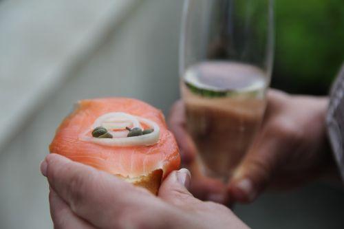 aperityvas,lašiša,šampanas,gimtadienis,gėrimai,akiniai,stiklas,abut,Vestuvės,vestuvių dieną,pasveikinimas,jubiliejus,kilnus,gabaliukai,starteris,krikštas,gerti,naudos iš,tuoktis,vasara,gera nuotaika,elegantiškas