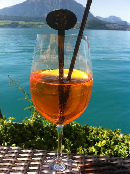 aperol spritz cocktail alcoholic