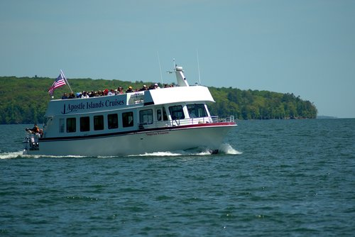 apostle islands tour boat  tour boat  three hour tour