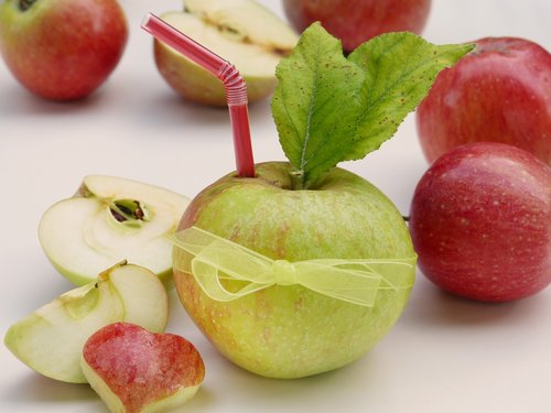 apple  straw  heart