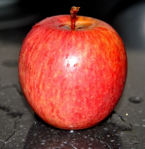 apple red water