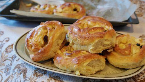 apple pie apple snails dough