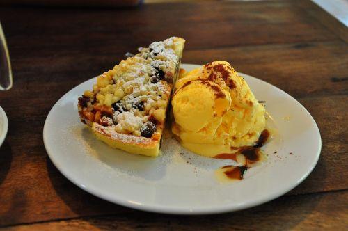 apple pie ice cream dessert