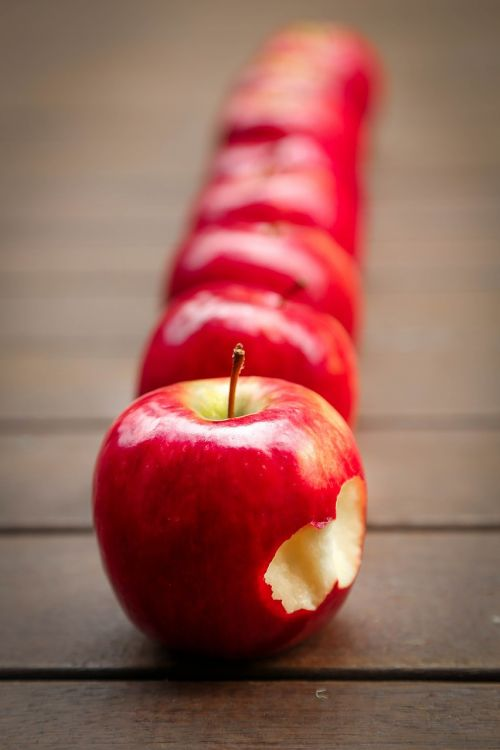 apples fruit red