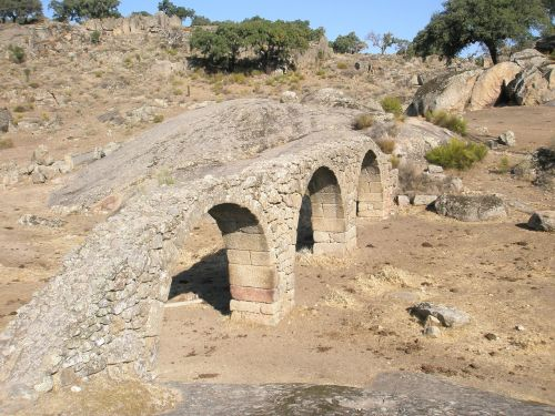 aqueduct bridge plasencia