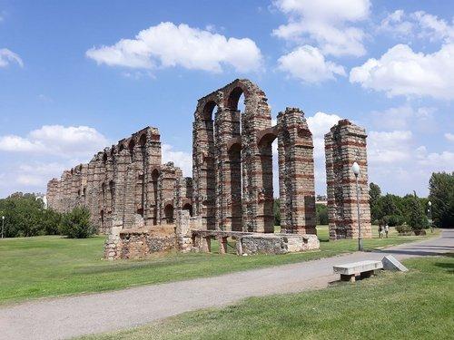 aqueduct  merida  aqueduct of the miracles