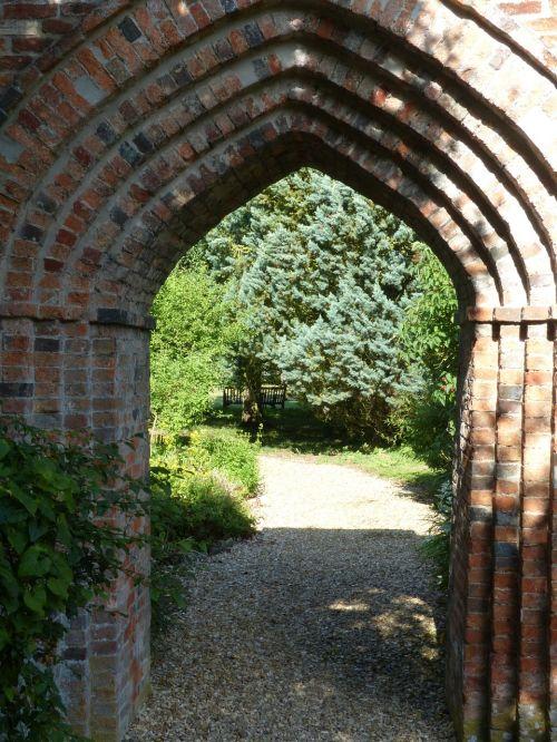 arch garden gateway