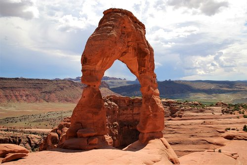 arches national park  stone arch  utah