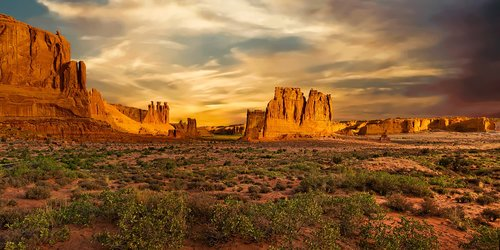 arches national park  utah  courthouse towers