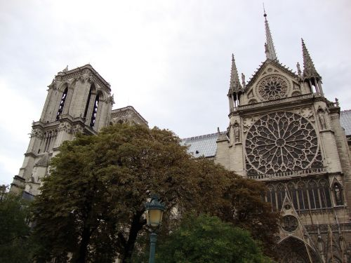 architecture notre dame de paris partly cloudy