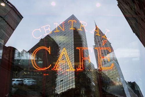 architektūra,pastatai,kavinė,miestas,šviesa,neoninis ženklas,atspindys,ženklas,miesto