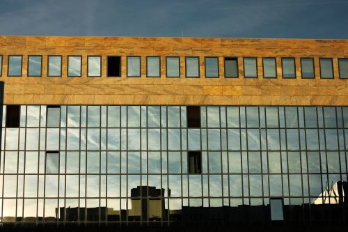architecture mirroring hauswand