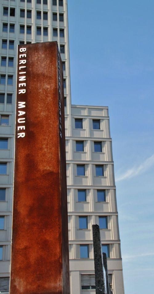 architektūra,turizmas,pastatas,Vokietija,namai,siena,langas,fasadas,dangoraižis,šiuolaikiška,stiklo langas,priekinis langas,aukštas,Berlynas,kapitalas,struktūros,miestas,paminklas,paminėti,lankytinos vietos,ekskursijos,vyriausybės rajonas,nerūdijantis,metalas,berlin siena,paminklas