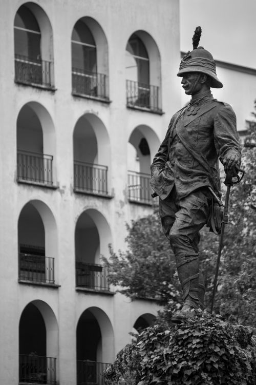 architecture building statue