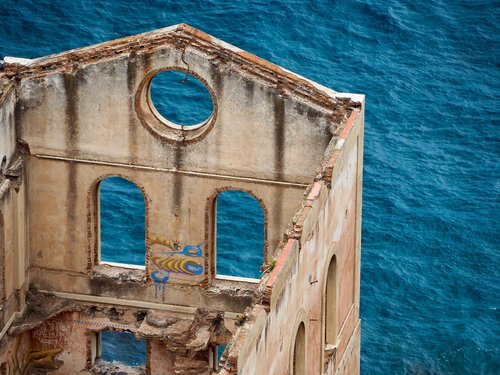 architecture  decay  old