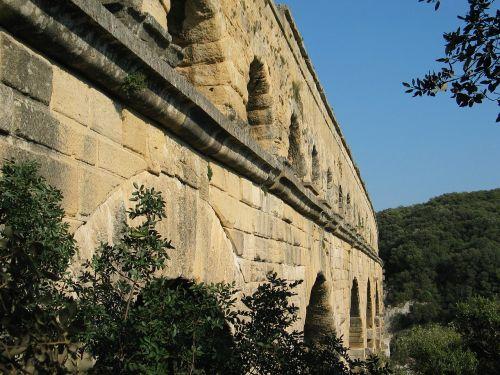architecture france aqueduct