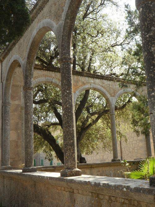 arka,arcade,Maljorka,Ispanija,vienuolynas,vienuolyno sodas,pastatas,apvali arka,arkos,architektūra,atmosfera,istoriškai,arka,nuotaika