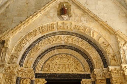 archway trogir church