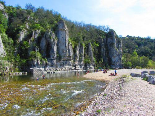 ardèche,upė,kraštovaizdis,ardeche tarpeklis,žalias,vasara,tyli vieta,vandens Kraštas,france,vasaros atostogos,gamta,vandens telkiniai,ramus,šventė,į pietus,vanduo