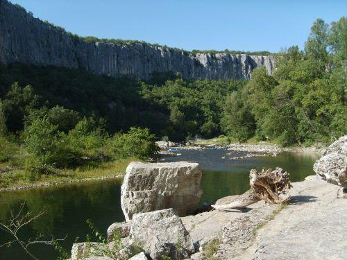ardèche rock wild camping