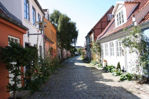 århus idyll cobblestone street