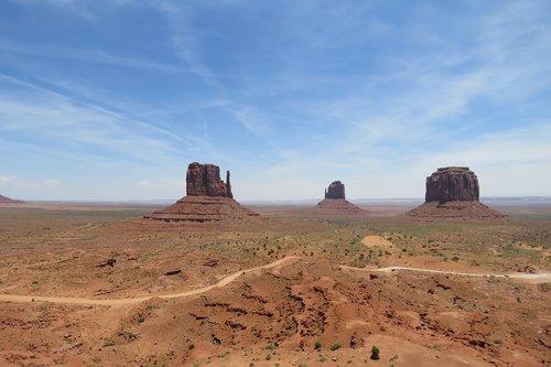 arizona  three ladies  desert