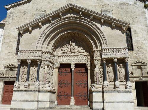 arles cathedral facade