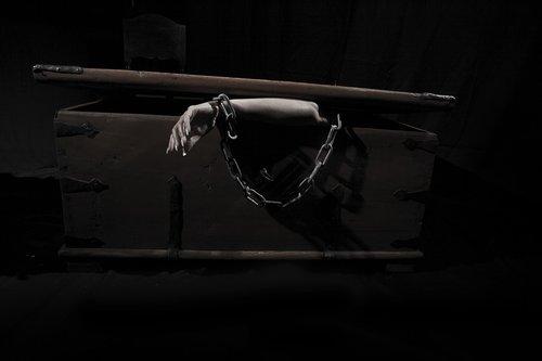 arm  coffin  chain