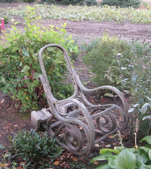 armchair garden fall