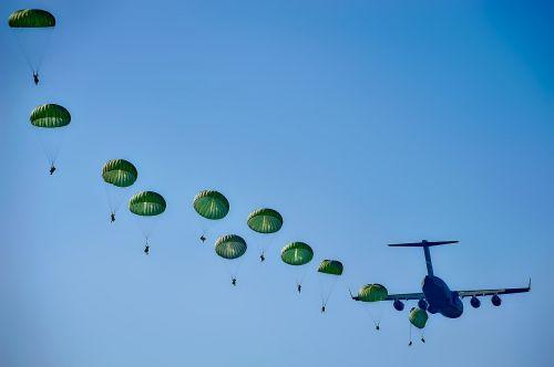 army rangers parachuting
