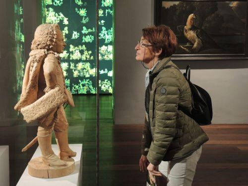 art museum encounter