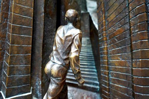 art sculpture aged