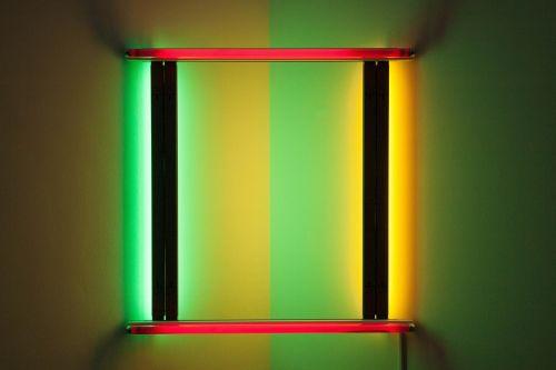 menas,šiuolaikiška,montavimas,lengva skulptūra,neoninės šviesos,šviesa,meno galerija,šiuolaikiška,Munich,dan flavin,Niujorkas,menininkai,oranžinė,raudona,žalias,gradientas