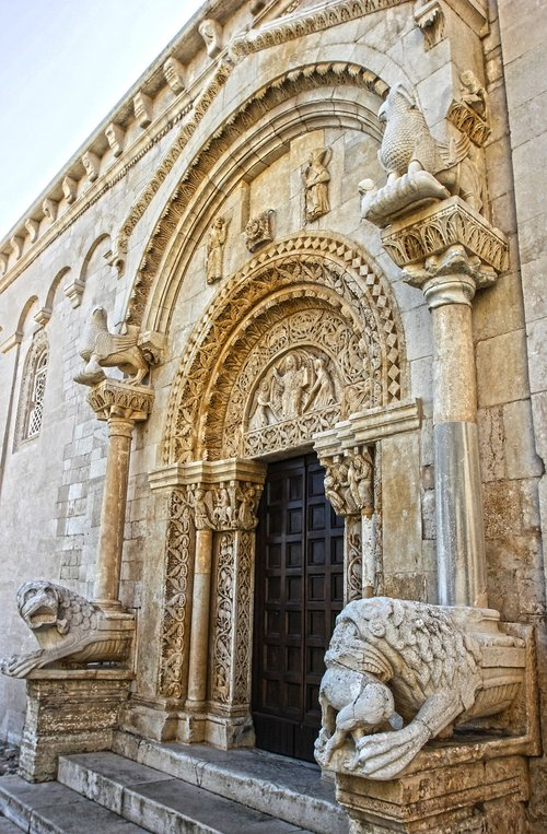 art  romanesque style  ancient