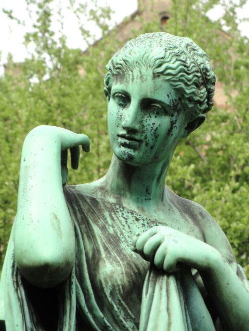 artemis statue university