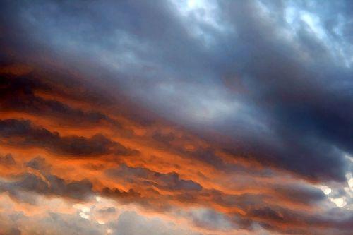 Arty Streaks Of Glowing Cloud