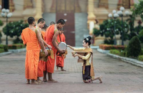 monks i pray bangkok